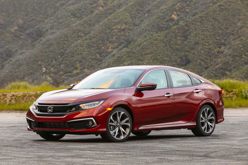 2. Honda Civic (doanh số: 674.086 chiếc).