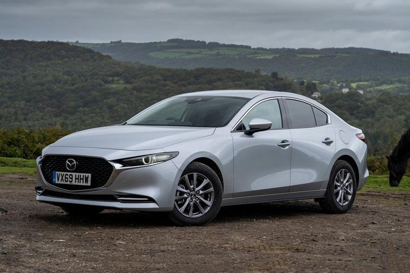 8. Mazda3 (doanh số: 233.154 chiếc).