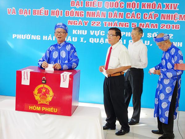 Người dân Đà Nẵng bỏ phiếu bầu đại biểu Quốc hội khóa XIV và đại biểu HĐND các cấp nhiệm kỳ 2016 - 2021