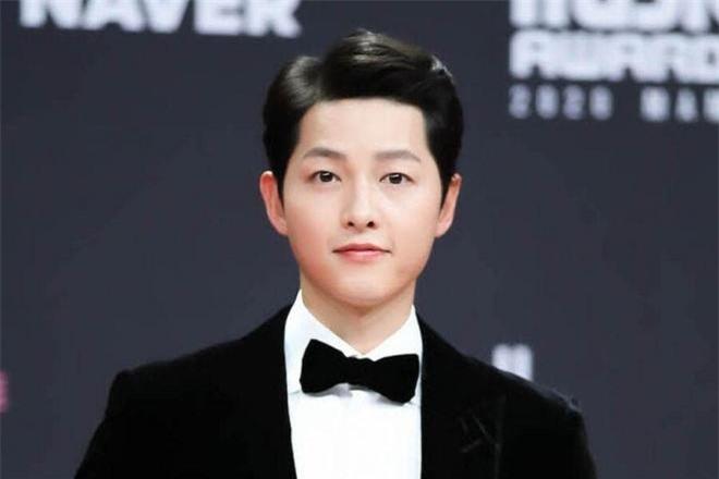 Song Joong Ki góp 2 tỷ đồng cho bác sĩ 0