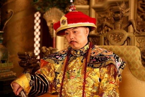 Bí ẩn về họa tiết trên áo Càn Long và người duy nhất dám mặc long bào của vua