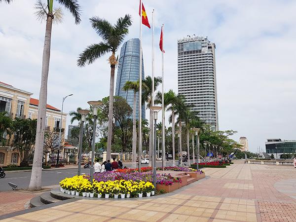 Đà Nẵng: 20 vị trí trang trí hoa và điện chiếu sáng phục vụ Tết Tân Sửu 2021
