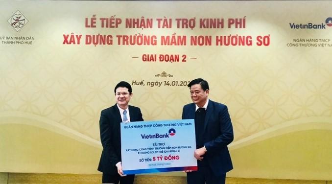 Đại diện VietinBank Thừa Thiên Huế trao tài trợ 5 tỷ đồng xây dựng Trường Mầm non Hương Sơ