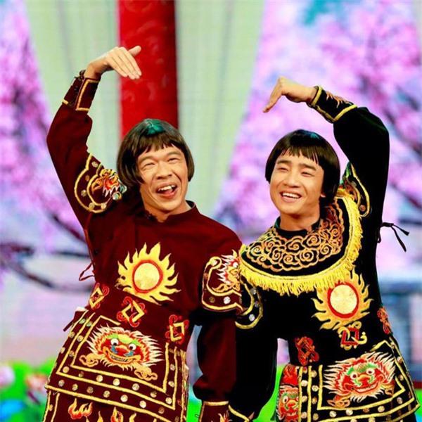 2 diễn viên Táo quân 9X: Trẻ tuổi, đắt show, hôn nhân viên mãn bên vợ trẻ đẹp - Ảnh 2.
