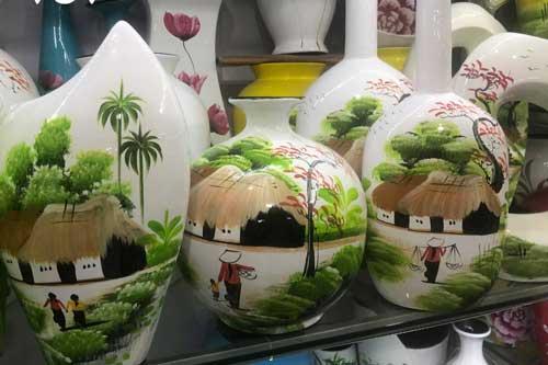 Làng gốm Bát Tràng hút khách những ngày cận Tết