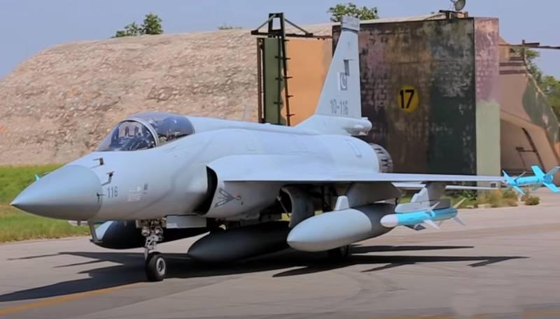 Không quân Azerbaijan sẽ nhận tiêm kích JF-17 từ Pakistan. Ảnh: Topwar.