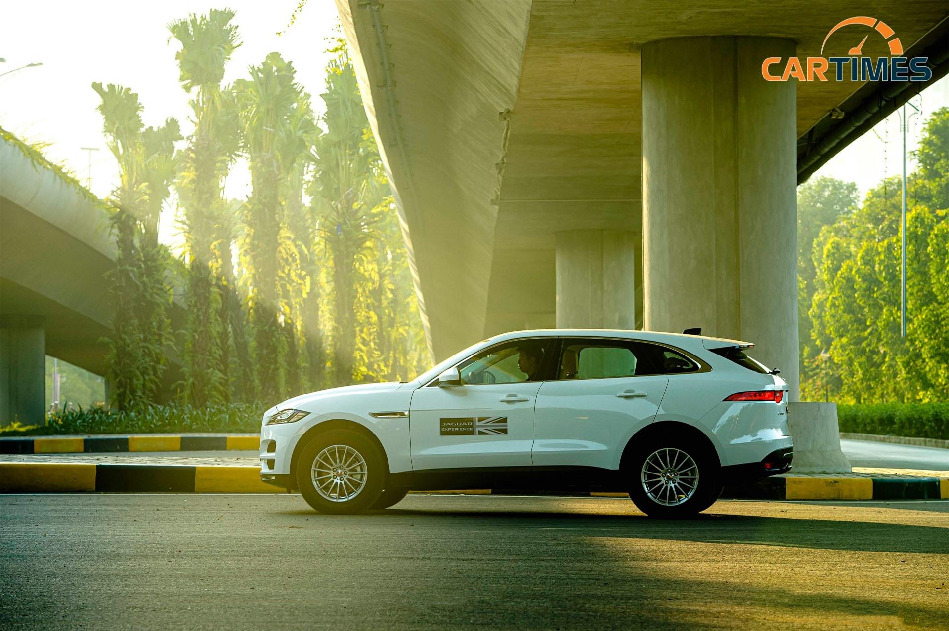 Thân xe Jaguar F-Pace có xu hướng kéo dài về sau