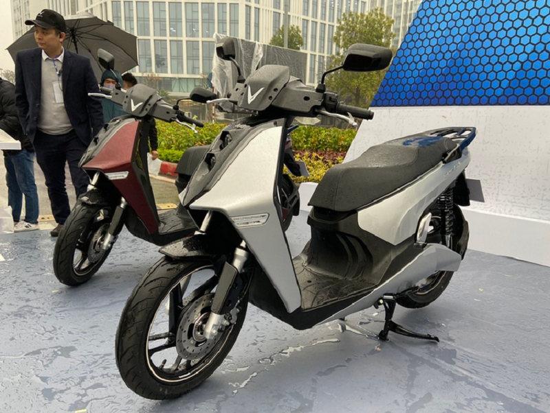 Xe máy điện VinFast Theon ra mắt, cùng kích thước Honda SH