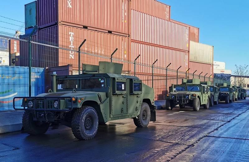 Xe thiết giáp Humvee được Mỹ viện trợ cho Quân đội Ukraine. Ảnh: TASS.