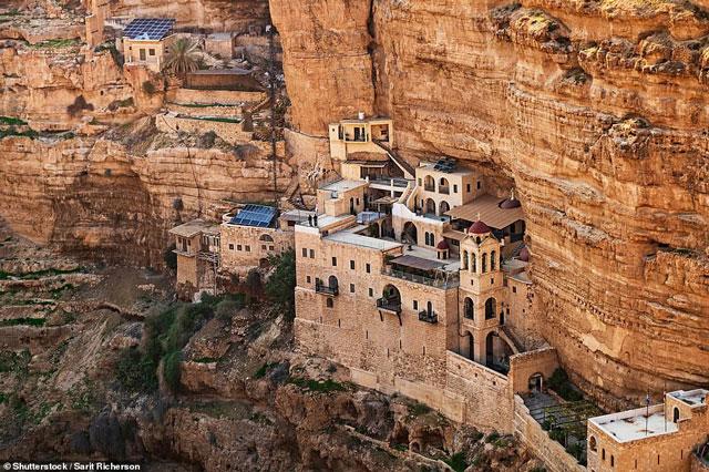 Ngắm 2 tu viện tuyệt đẹp trên vách đá