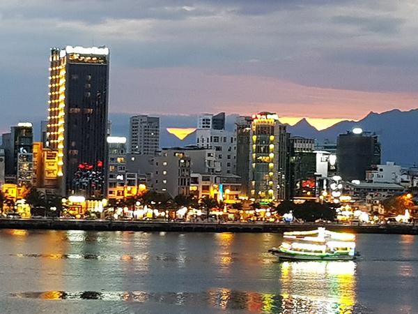 Đà Nẵng: Chi 90 tỉ đồng thay thế hệ thống điện chiếu sáng công cộng bằng đèn LED