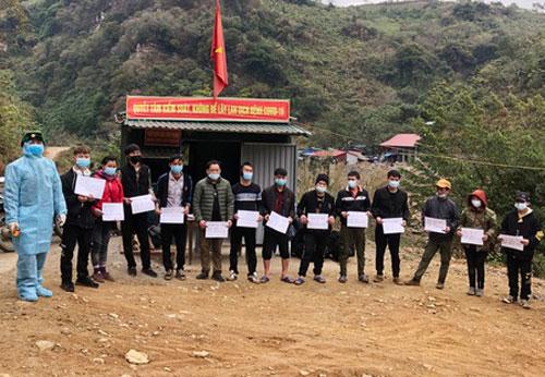 Lào Cai phát hiện, tạm giữ 13 người vượt biên trái phép về Việt Nam