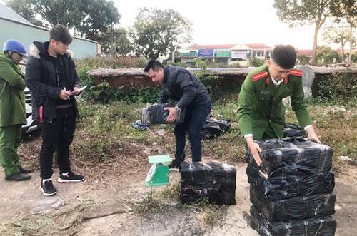 Gia Lai: Phát hiện 180 kg pháo nổ trên bãi đất trống lúc rạng sáng