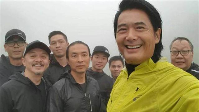 Châu Nhuận Phát khiến người hâm mộ choáng với mái tóc bạc trắng - Ảnh 2.