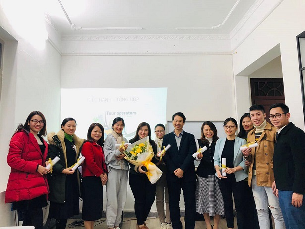 Học viên trung tâm hoàn thành khóa học- cung ứng nguồn nhân sự chất lượng cao cho du lịch