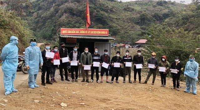 Lào Cai phát hiện, tạm giữ 13 người vượt biên trái phép về Việt Nam - 1