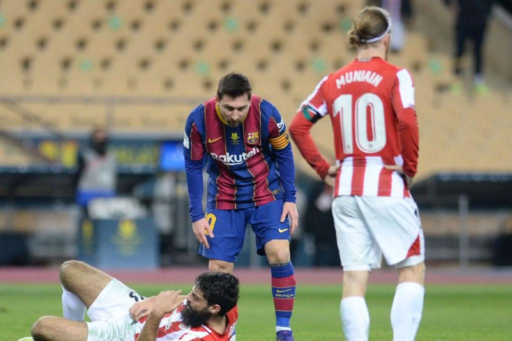 Messi lần đầu tiên bị truất quyền thi đấu trong màu áo Barca.