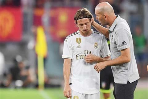 HLV Zidane đang vắt kiệt sức của các lão tướng như Modric