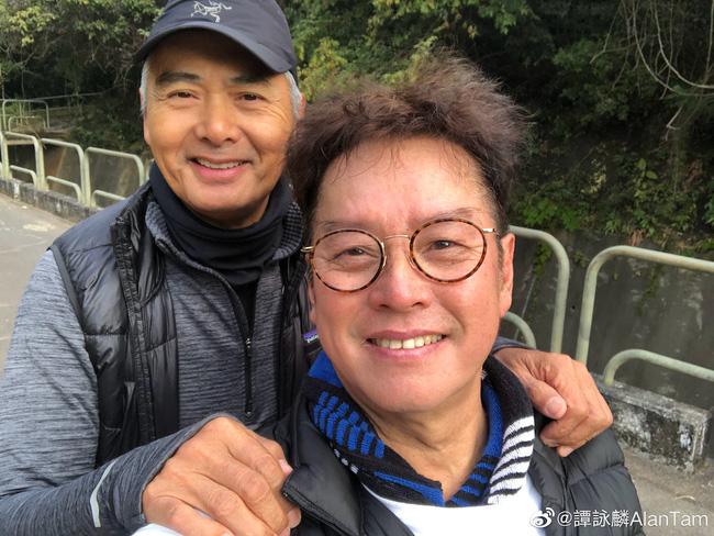 Bức ảnh selfie với Châu Nhuận Phát được Đàm Vịnh Lân chia sẻ trên Weibo của ông.