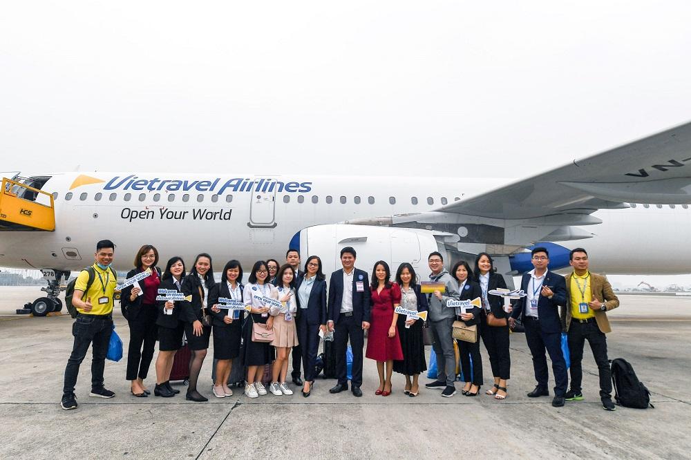 Với Vietravel Airlines, đi càng đông hành khách sẽ được giảm giá càng nhiều.