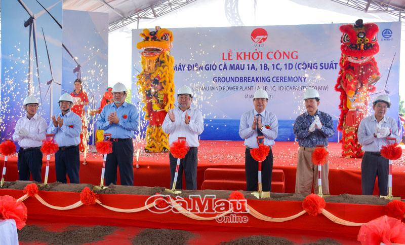 Lãnh đạo tỉnh Cà Mau cùng đại diện chủ đầu tư thực hiện nghi thức khởi công dự án.Lãnh đạo tỉnh Cà Mau cùng đại diện chủ đầu tư thực hiện nghi thức khởi công dự án.