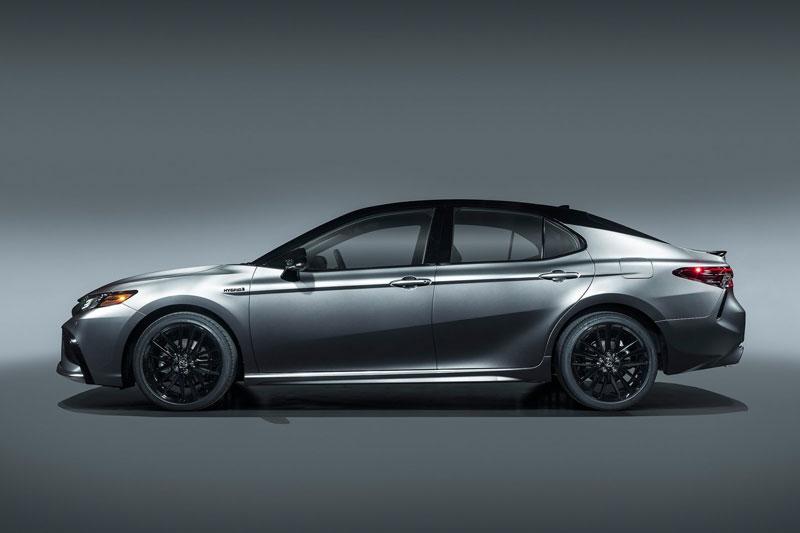 6. Toyota Camry (doanh số: 592.648 chiếc).