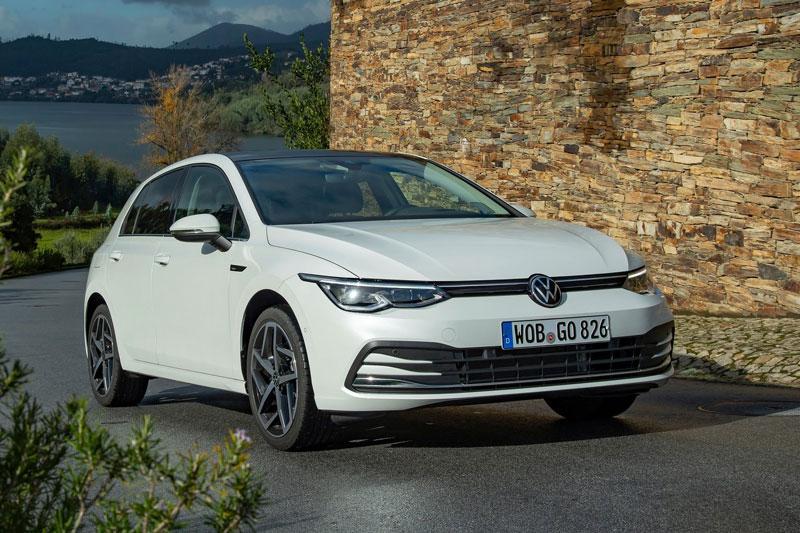 8. Volkswagen Golf (doanh số: 492,262 chiếc).