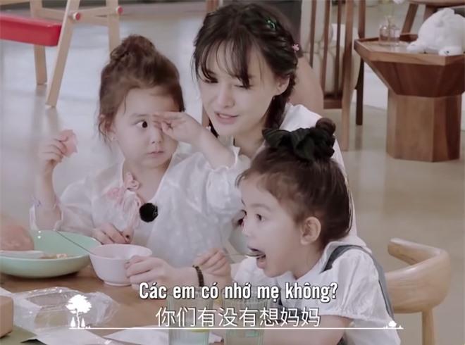 Trịnh Sảng bị netizen chỉ trích giả tạo khi đòi bỏ con mình nhưng lại lên show chăm sóc con nhà người ta - Ảnh 2.