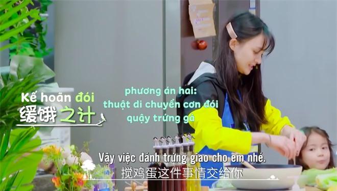 Trịnh Sảng bị netizen chỉ trích giả tạo khi đòi bỏ con mình nhưng lại lên show chăm sóc con nhà người ta - Ảnh 3.