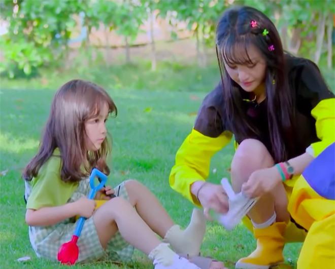 Trịnh Sảng bị netizen chỉ trích giả tạo khi đòi bỏ con mình nhưng lại lên show chăm sóc con nhà người ta - Ảnh 4.