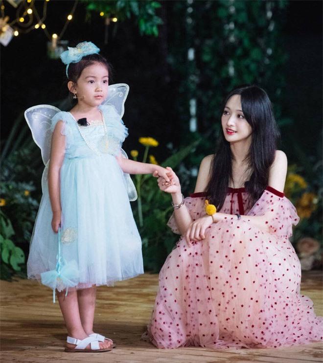 Trịnh Sảng bị netizen chỉ trích giả tạo khi đòi bỏ con mình nhưng lại lên show chăm sóc con nhà người ta - Ảnh 6.