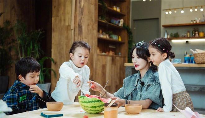 Trịnh Sảng bị netizen chỉ trích giả tạo khi đòi bỏ con mình nhưng lại lên show chăm sóc con nhà người ta - Ảnh 7.