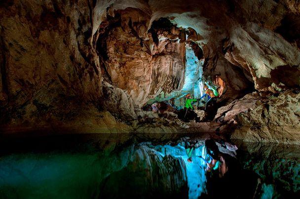 Hang Chà Lòi- một trong những điểm đến ưa thích của du lịch mạo hiểm