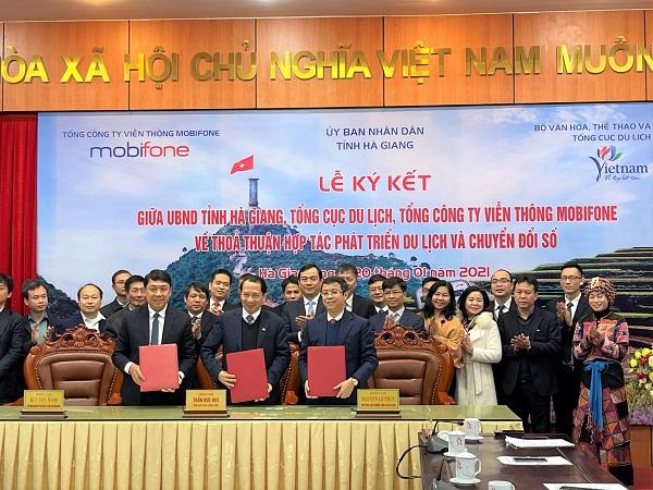 Tổng cục Du lịch Việt Nam, MobiFone và UBND tỉnh Hà Giang chính thức ký kết Thỏa thuận hợp tác phát triển du lịch Hà Giang thông qua chuyển đổi số và du lịch thông minh.