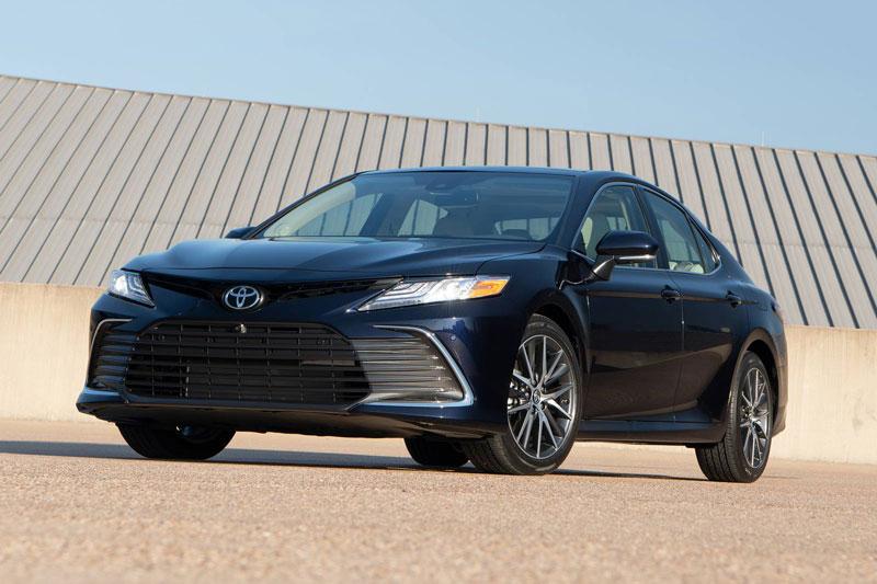 4. Toyota Camry (giá khởi điểm: 25.965 USD).