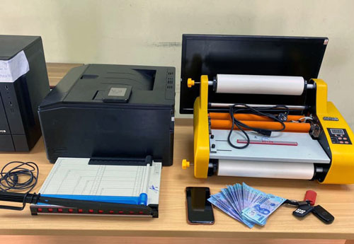 Hà Nội: Nam thanh niên sản xuất tiền giả bằng máy in màu