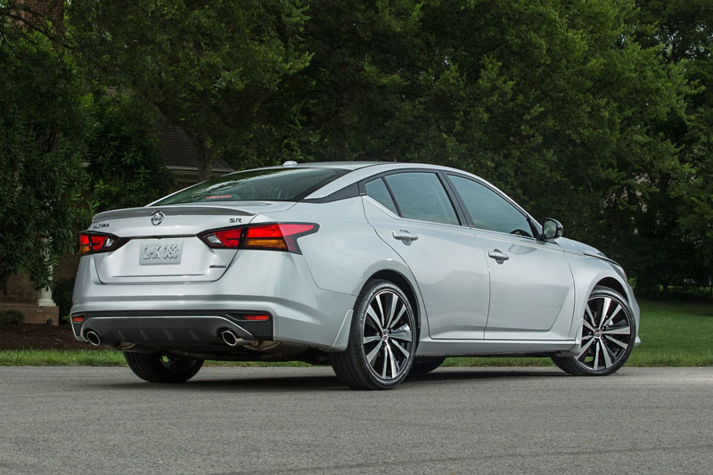 6. Nissan Altima (giá khởi điểm: 25.225 USD).