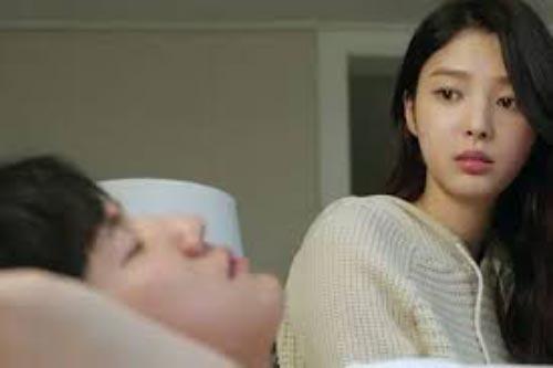 Đêm nào tôi cũng bị đánh thức bởi tiếng động trong nhà vệ sinh mà chồng thì vẫn ngủ ngon lành