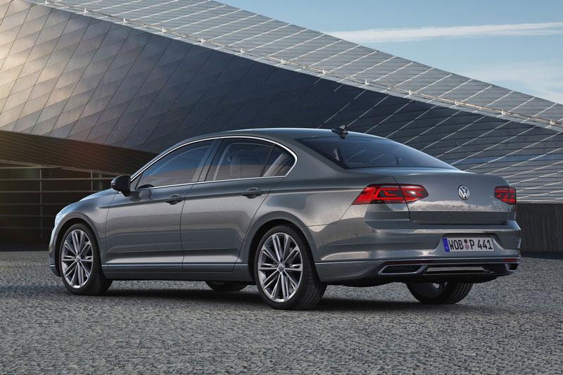 9. Volkswagen Passat (giá khởi điểm: 24.990 USD).