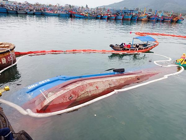 Tàu chở dầu ĐNa-0607 bị chìm tại khu vực Âu thuyền Thọ Quang vào sáng sớm 14/01/2021, đúng ngày UBND TP Đà Nẵng ký ban hành Quyết định 135/QĐ-UBND