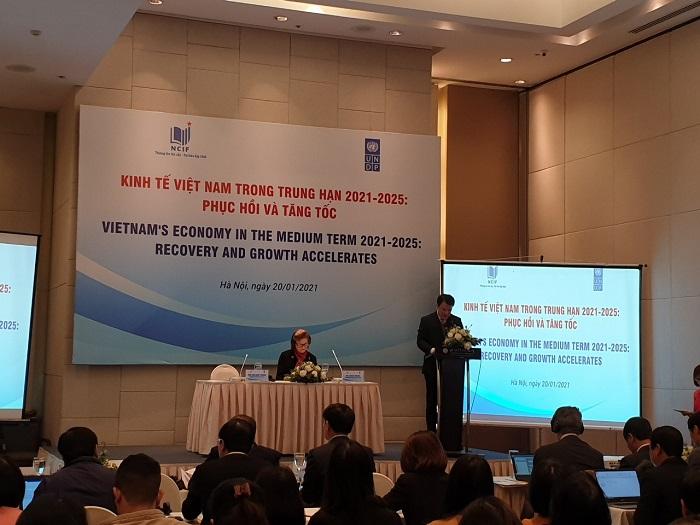 """Hội thảo """"Kinh tế Việt Nam trong trung hạn 2021-2025: Phục hồi và tăng tốc""""."""