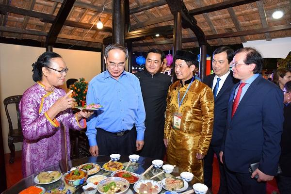 Nhiều trải nghiệm thú vị tại Lễ hội Tết Việt dành cho du khách.