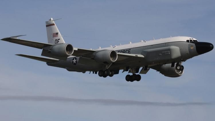 Máy bay trinh sát điện tử RC-135U Rivet Joint của Mỹ đảm nhiệm vai trò khai thác tần số của S-400. Ảnh: Avia-pro.
