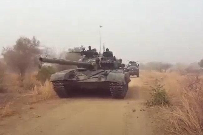 Xe tăng chiến đấu chủ lực T-72 của Quân đội Nigeria. Ảnh: Topwar.