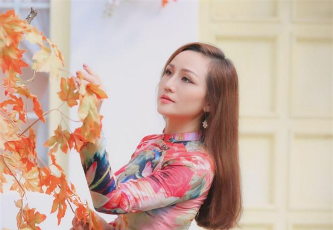 Nhan sắc thời trẻ và điều ít biết về Nữ hoàng nhạc sến miền Tây Hoàng Châu - Ảnh 1.