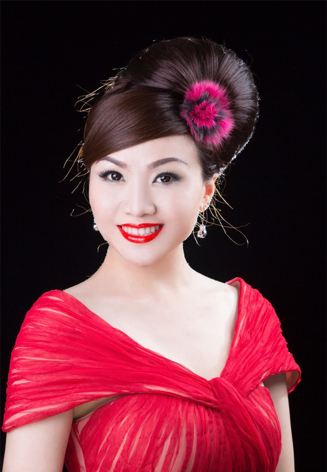 Nhan sắc thời trẻ và điều ít biết về Nữ hoàng nhạc sến miền Tây Hoàng Châu - Ảnh 4.