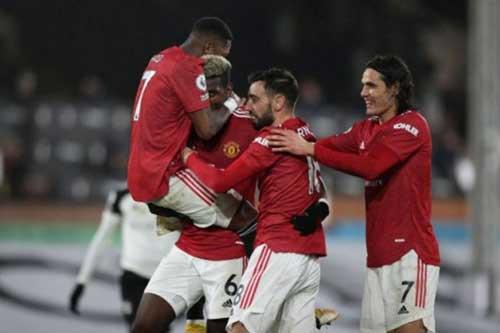 Điểm nhấn Fulham 1-2 MU: Cavani và Solskjaer cùng đạt cột mốc khó quên