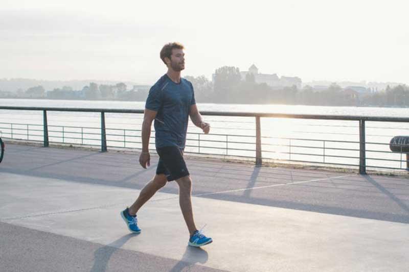 Tranh cãi đi bộ vào buổi sáng hay buổi tối tốt cho sức khỏe hơn? Câu trả lời khiến nhiều người 'sốc'