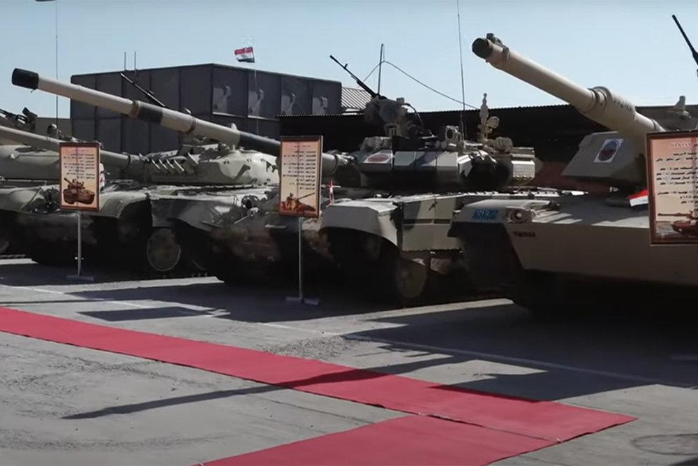 Xe tăng của Iraq được triển lãm, từ trái sang Type 59 - T-90S - M1A1 Abrams. Ảnh: TASS.