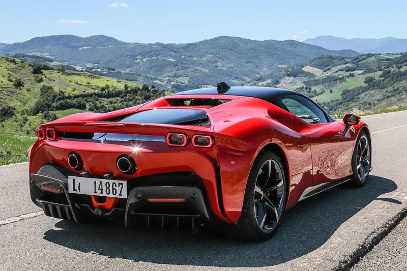 4. Ferrari SF90 Stradale (giá khởi điểm: 625.000 USD).